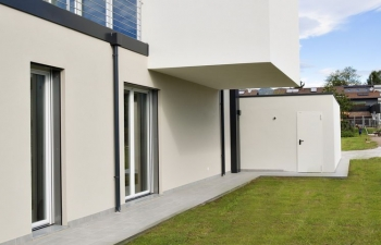 Contemporary flat roof house