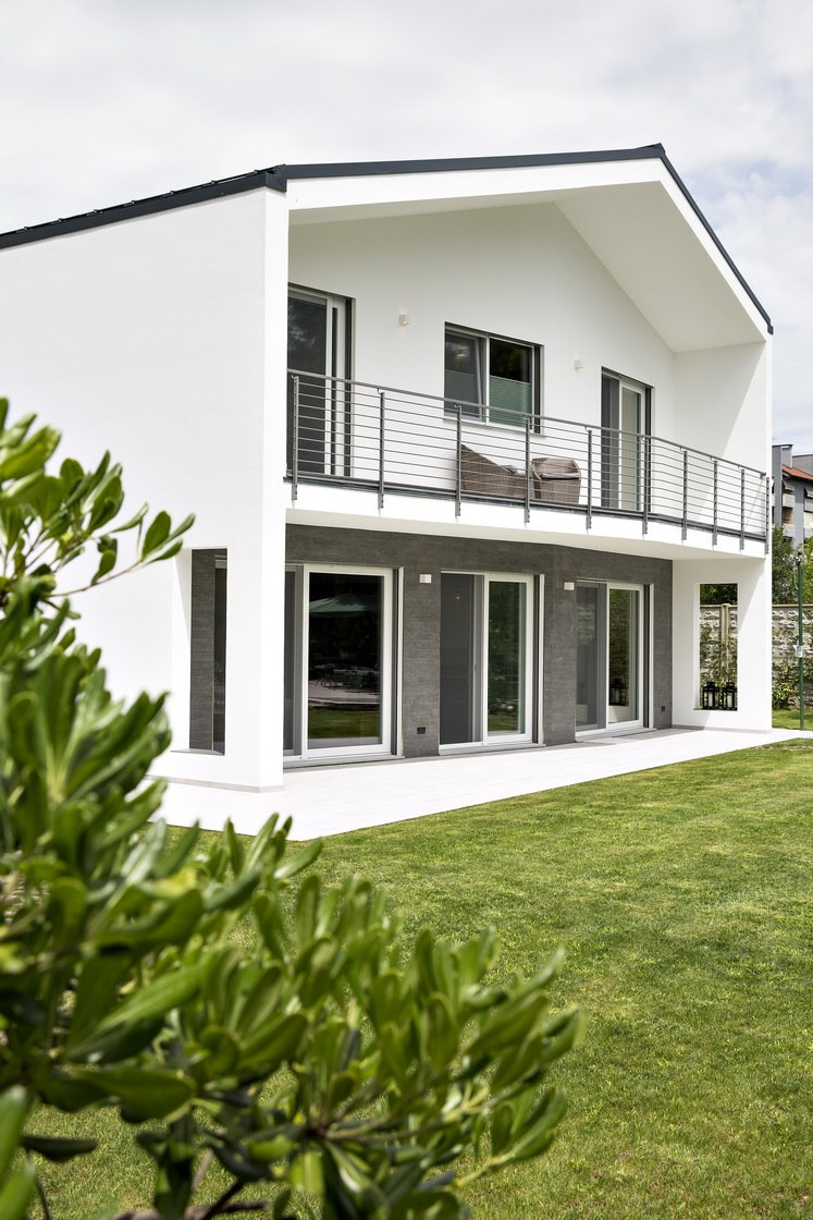 Modern And A Simple House Modern Glass Houses Kager