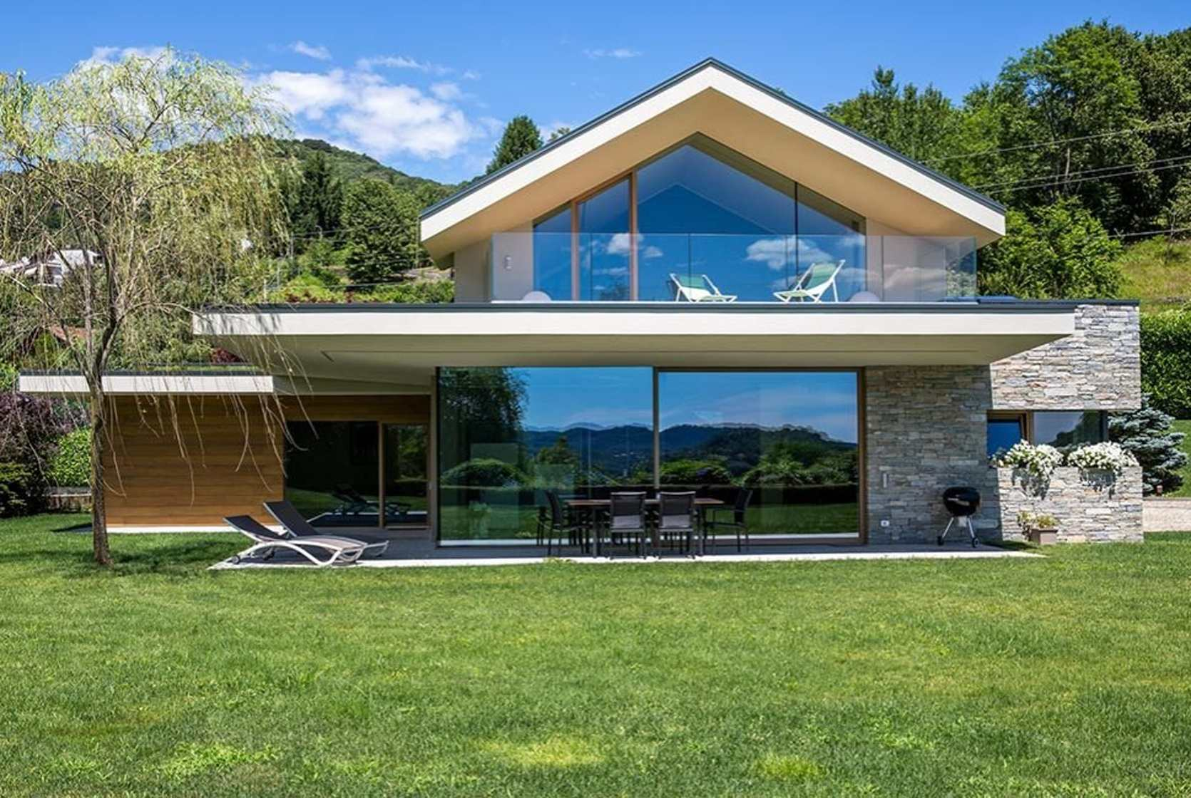 Transparent glass surfaces and x lam modern glass houses for Ville in legno moderne
