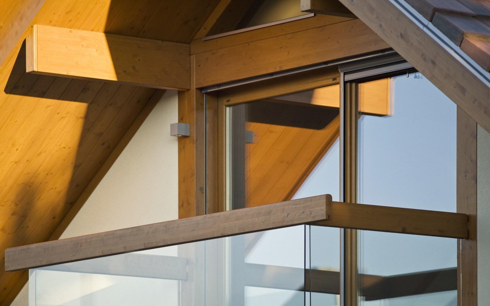 Каркас балкона из дерева.